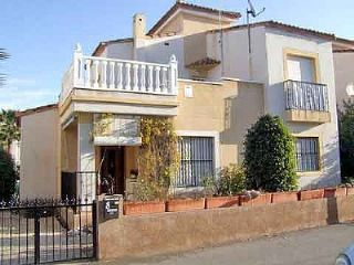 3 bedroom Villa for sale in Algorfa with pool - € 125,000 (Ref: 569069)