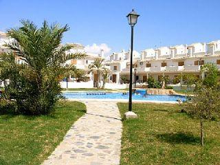 3 sypialnia Dom na kwatery wakacyjne w Gran Alacant z basenem garażem - 275 € (Ref: 719225)
