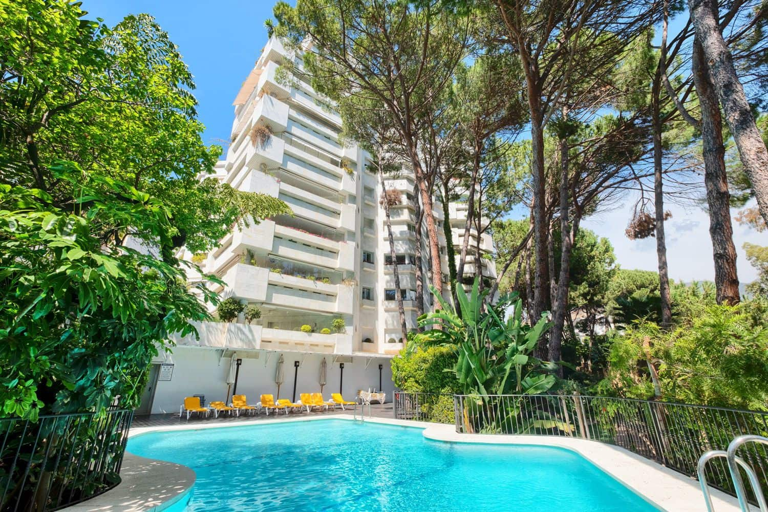 3 bedroom Flat for sale in Marbella with pool garage - € 995,000 (Ref: 5181860)