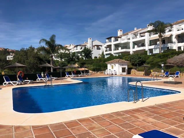 2 Zimmer Ferienwohnung in Ojen mit Pool Garage - 600 € (Ref: 5533357)