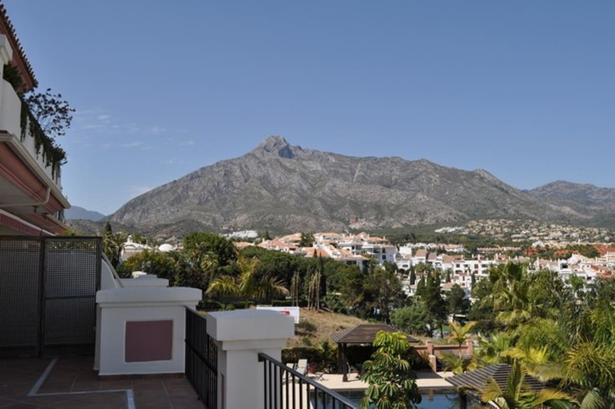 2 bedroom Apartment for sale in Marbella with pool garage - € 765,000 (Ref: 3875804)
