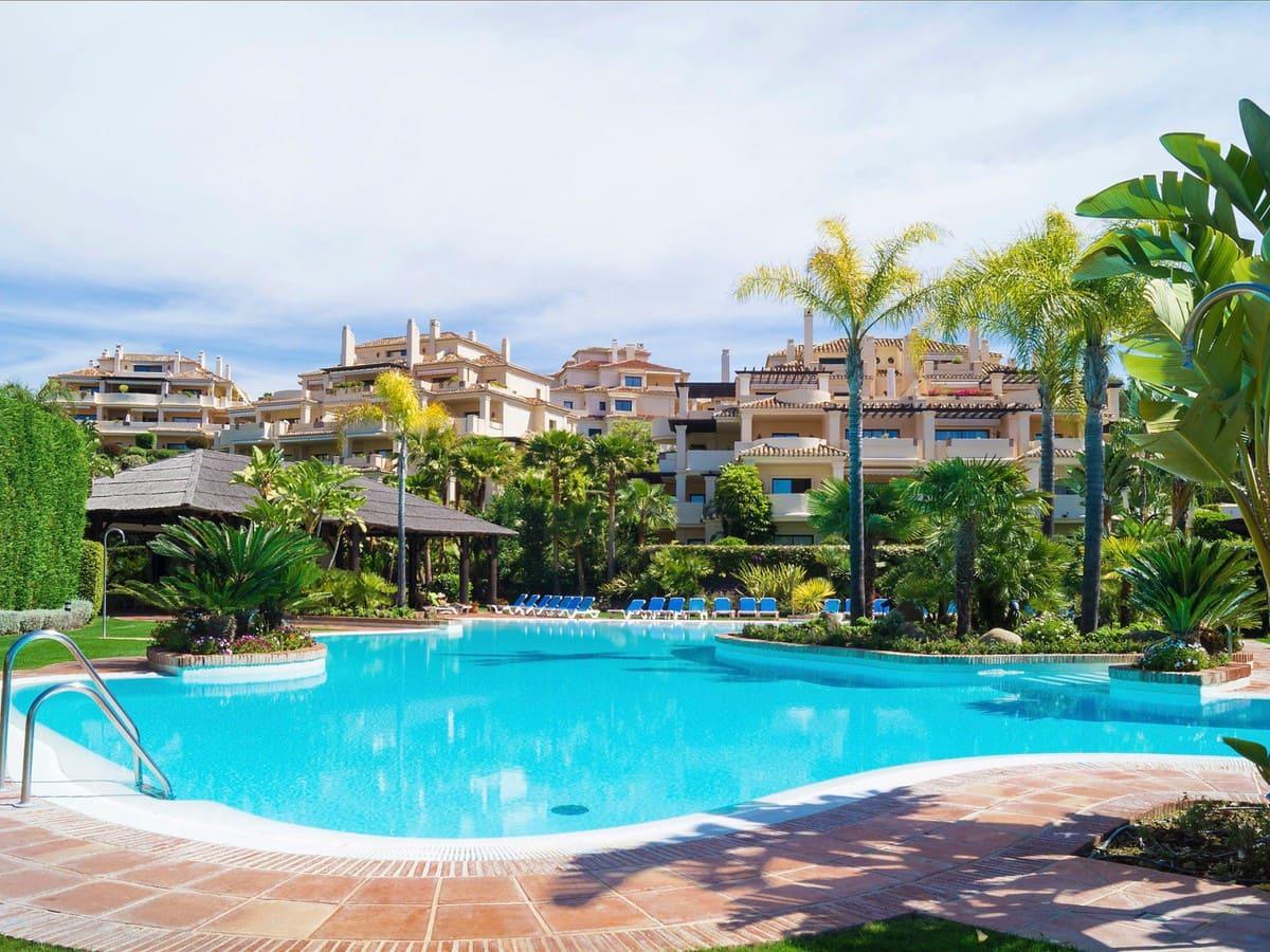 2 Zimmer Ferienapartment in Benahavis mit Pool Garage - 1.250 € (Ref: 4576645)