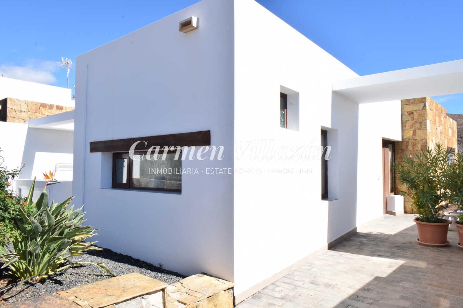 3 bedroom Villa for sale in Gran Tarajal with pool - € 190,500 (Ref: 5945313)